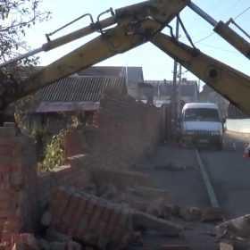 Незаконний паркан знесли у Хмельницькому