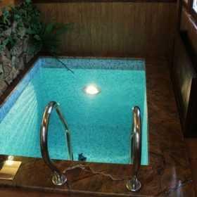 У Дунаївцях у басейні приватної лазні втопилась дитина