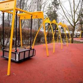 У Хмельницькому триває будівництво двох унікальних дитячих майданчиків