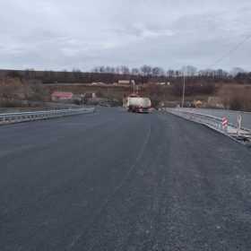 На Хмельниччині дорожники завершили ремонт мосту через притоку Дністра
