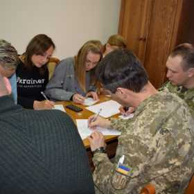 В приміщені Суспільного мовника UА: Поділля військові провели акцію з метою єднання навколо мови.