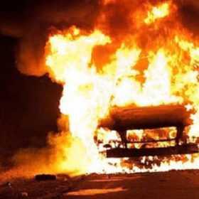 У Шепетівці загорівся гараж із автомобілем