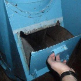 """У Нетішині комунальники склали рейтинг """"подарунків"""", які забили сміттєпроводи"""