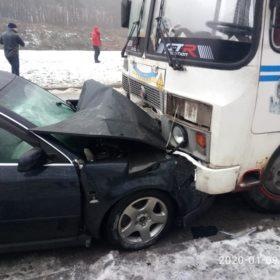 Пасажирський автобус потрапив у ДТП на Хмельниччині