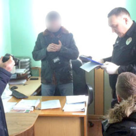 Мешканець Хмельниччини сидітиме за ґратами за спробу підкупити поліцейського