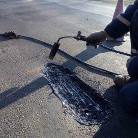 На яких дорогах Хмельниччини роблять аварійний ремонт