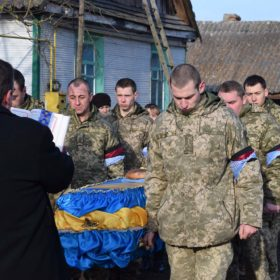 На Хмельниччині в останню дорогу провели 26-ти річного солдата