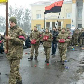 Із військовими почестями на Хмельниччині поховали старшого солдата