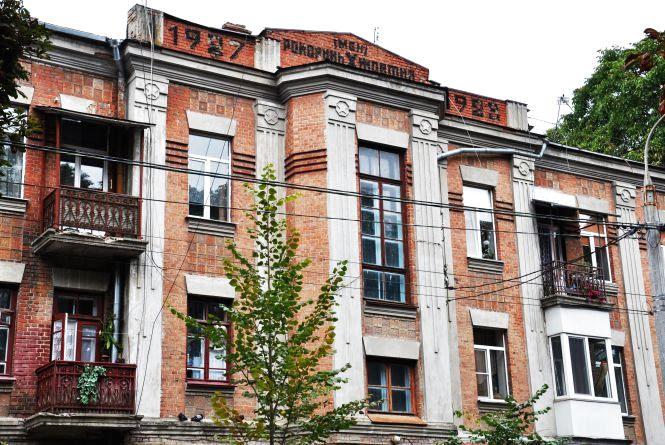 Радянська символіка на вулиці Грушевскького у Хмельницькому