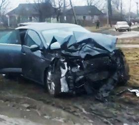 Внаслідок зіткнення обидві автівки отримали значних пошкоджень.