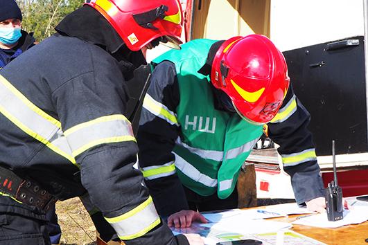 Після прибуття вогнеборців на місце події, було розгорнуто штаб з ліквідації умовної пожежі та організовано роботу з адміністрацією підприємства.