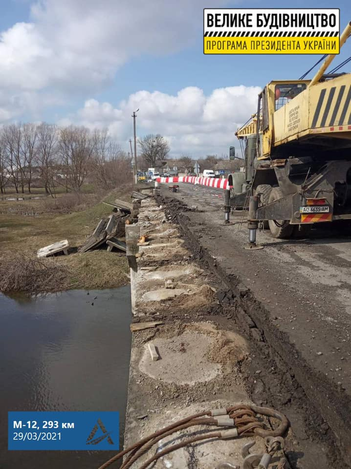 підрядник розпочав роботи з капітального ремонту мосту через Південний Буг в селі Голосків.