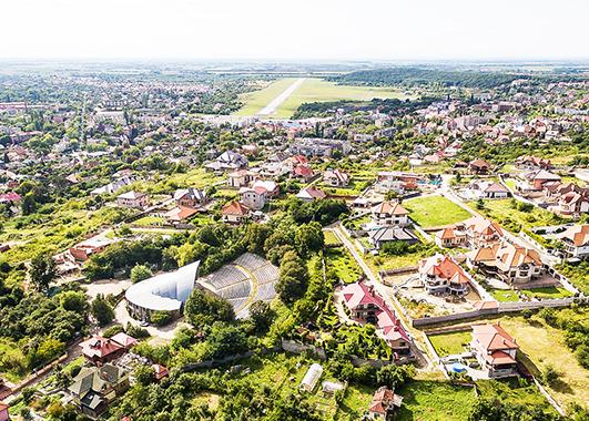 Крім Львівщини, варто звернути увагу й на квітучий Ужгород