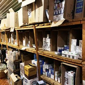 Контрафактна продукція реалізовувалась на території міста Хмельницького та Хмельницької області через торговельні точки на місцевих ринках