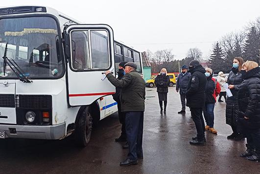 Комісія оглянула представлені транспортні засоби та прийняла рішення про визначення переможців конкурсу на право перевезення пасажирів на автобусних маршрутах загального користування.