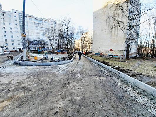 У Хмельницькому капітально ремонтують двори будинків.