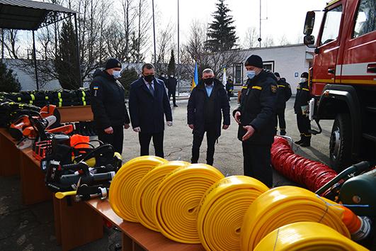 Автопарк рятувальників Хмельниччини поповнився трьома потужними пожежними автоцистернами нового зразка