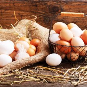 яйця в кошику