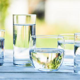 Вода в склянках