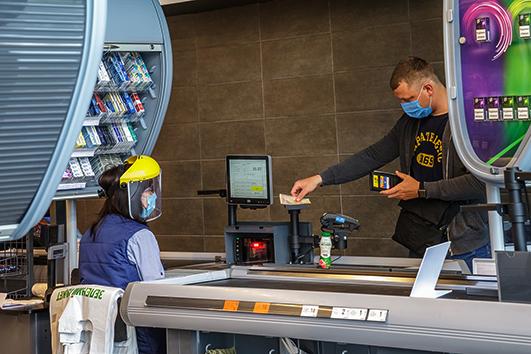Через каси магазинів лідера вітчизняного ритейлу щодоби проходить більш як чотири мільйони клієнтів.
