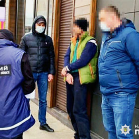 У Хмельницькому за розповсюдження наркотиків затримали охоронця розважального закладу
