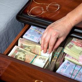 У Хмельницькому керівницю поштового відділення підозрюють у привласненні коштів