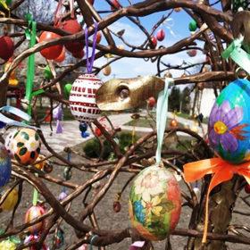 Писанкове дерево у Красилові