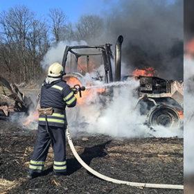 На Шепетівщині у полі згорів трактор
