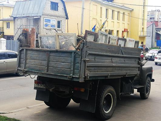 Автомобіль для вивезення сміття у Хммельницькому