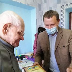 100-річний дідусь