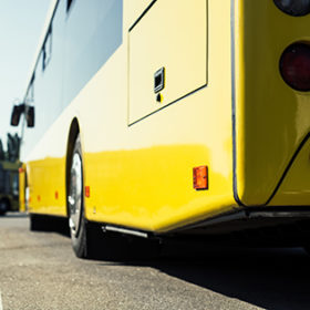 Автобус колесо дорога