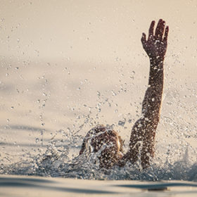 Man drowns in the sea