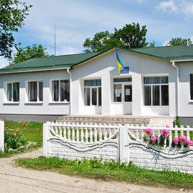 Адміністративна будівля у селі Юринці Хмельницького району