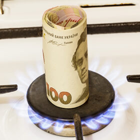 On the gas burner in the center is a convolution of one hundred hryvnia notes