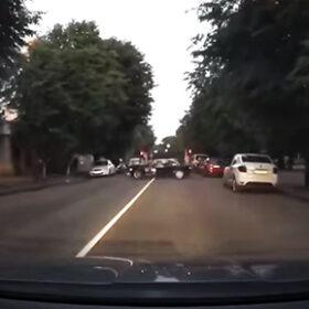 паркування через суцільну смугу