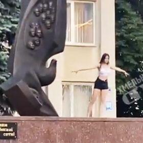 танці на пам'ятнику
