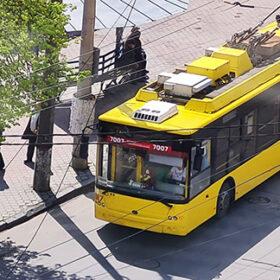 тролейбус жовтий