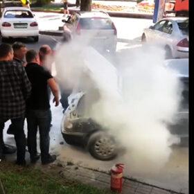 автомобіль в диму