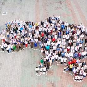 Працівники Хмельницької АЕС влаштували патріотичний флшмоб