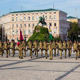 Хмельницькі курсанти тренуються перед парадом