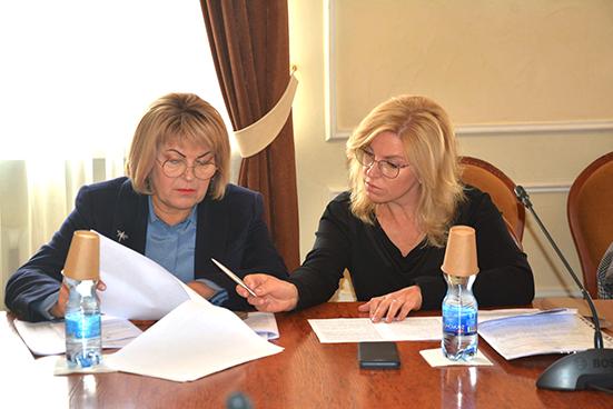 Депутати Хмельницької обласної ради працюють у постійних комісіях