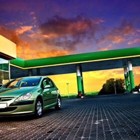 АЗС і зелена машина