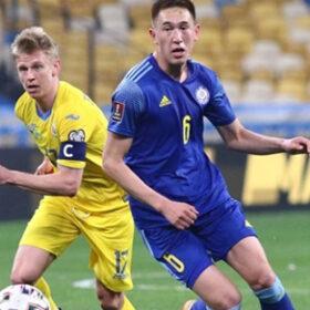 футболісти України та Казахстану на полі