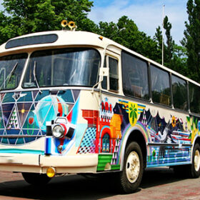 розмальований автобус