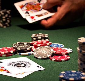 фишки на столе в казино