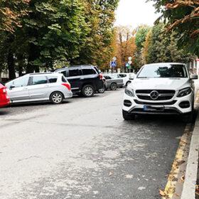 паркування вздовж жовтої лінії