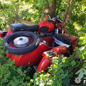 мотоцикл врізався в дерево