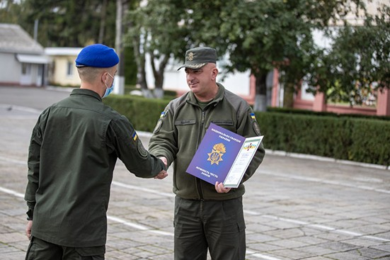 Хмельницькому нацгвардійцю вручили державну нагороду