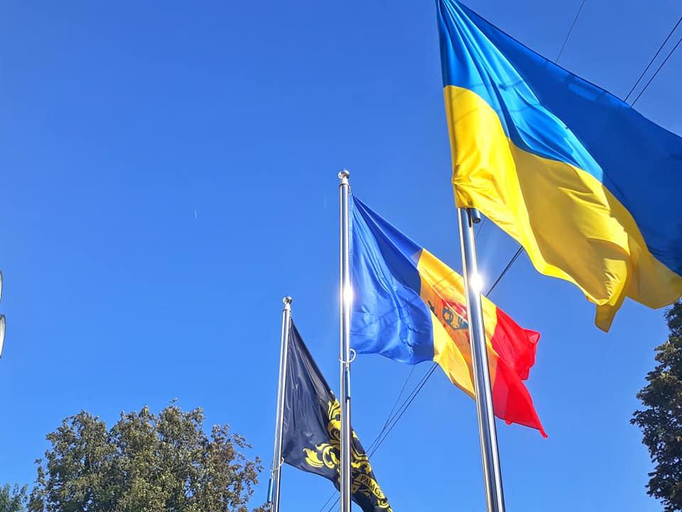 прапори України та Молдови
