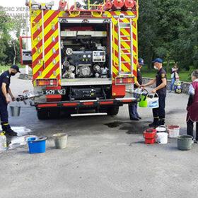 рятувальники привезли воду мешканцям Ізяслава